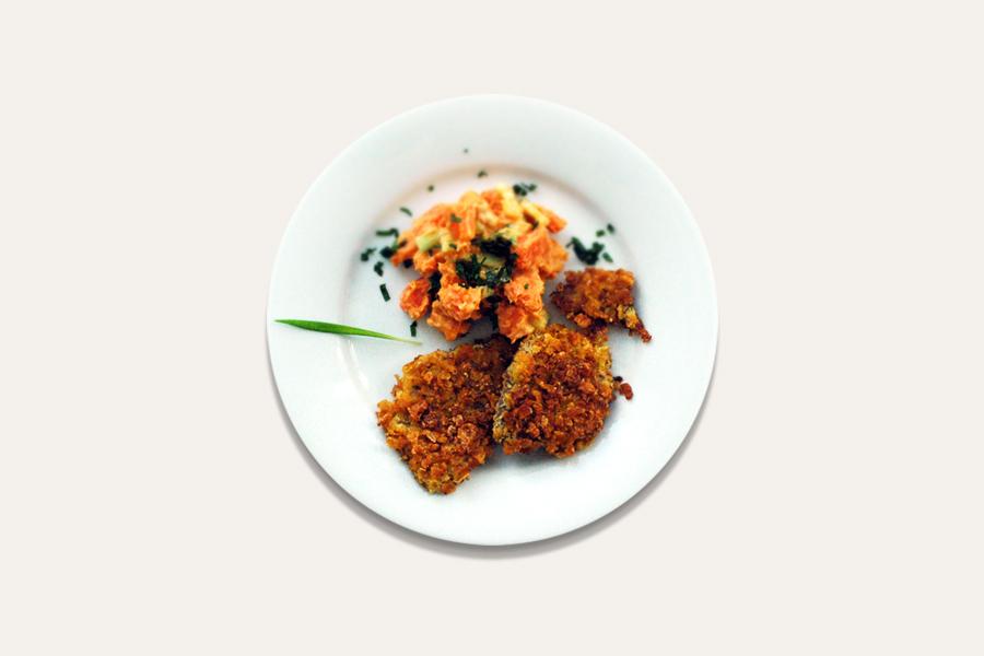 Süßkartoffel-Salat mit Tofu-Schnitzelchen