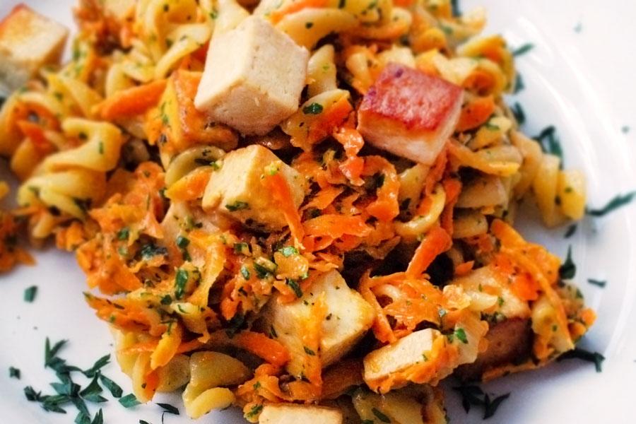 Karotten mit Estragon und Pasta