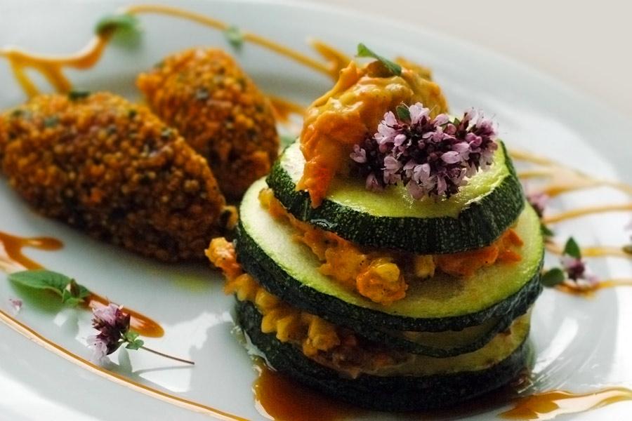 Zucchinitörtchen mit Quinoa-Nocken
