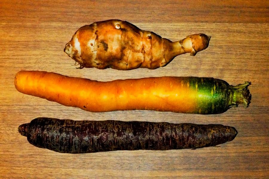 Bunte Karottenpfanne mit Topinambur